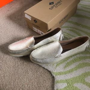 New Sperry driving moccasins loafer platinum 9.5
